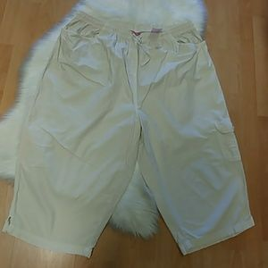 Pappagallo Cream Cargo Capri Pants